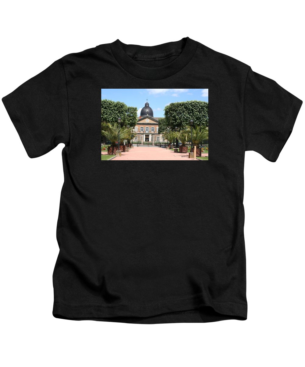 Hospital Kids T-Shirt featuring the photograph Hotel Dieu - Macon by Christiane Schulze Art And Photography