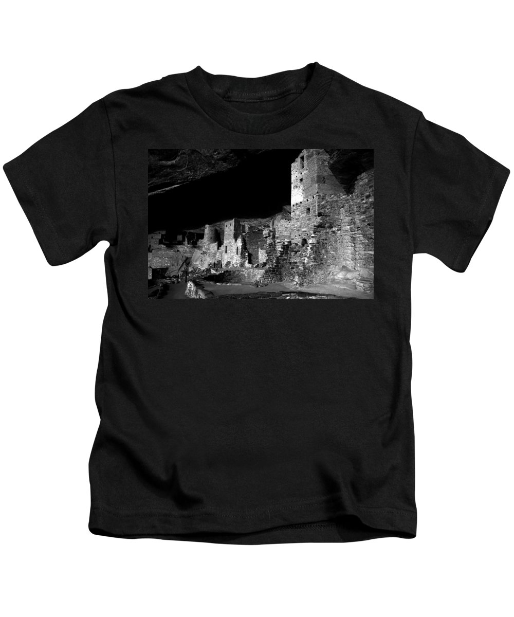Mesa Verde National Park Colorado Kids T-Shirt featuring the photograph Houses of the Holly by David Lee Thompson