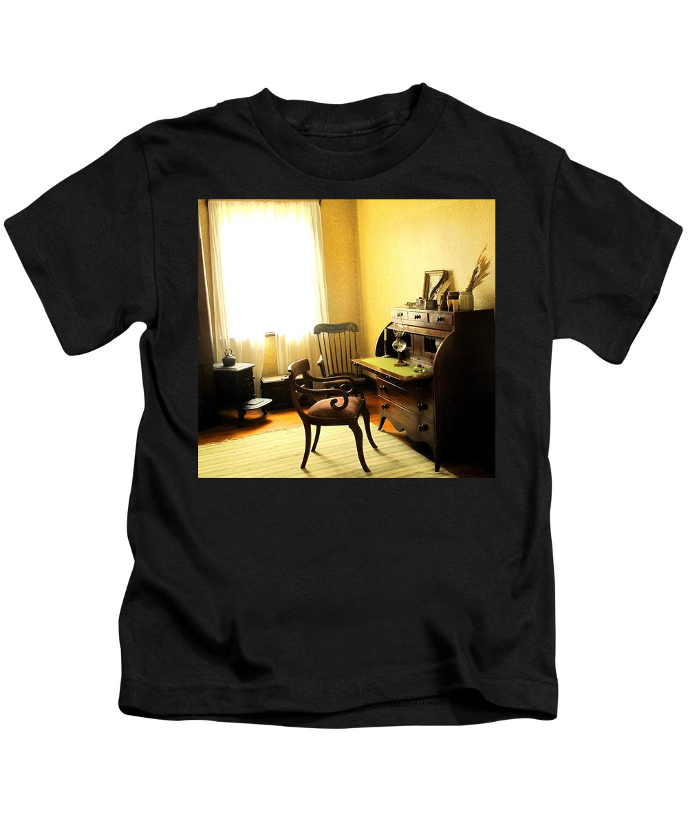 Antique Kids T-Shirt featuring the photograph I Will Be Right Back by Ian MacDonald