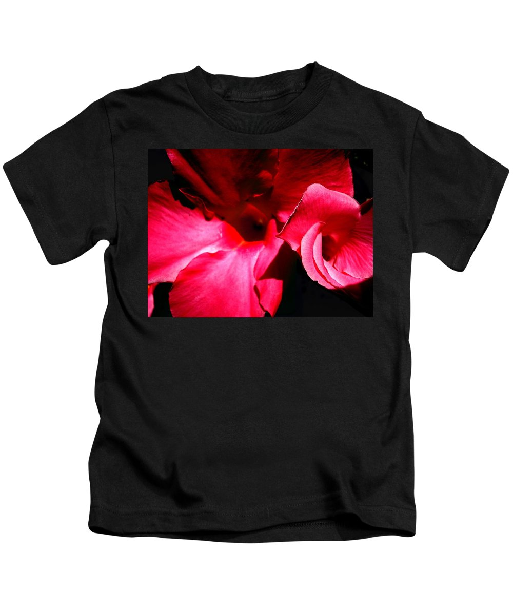 Flowers Kids T-Shirt featuring the photograph In The Pink 1 by Nelson F Martinez