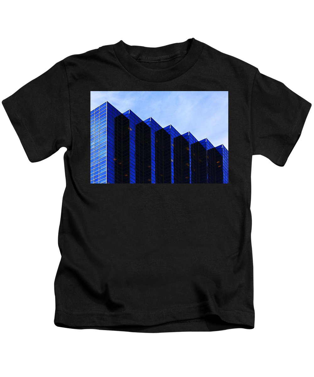 Architecture Kids T-Shirt featuring the photograph Jagged Sky Scraper by Marilyn Hunt
