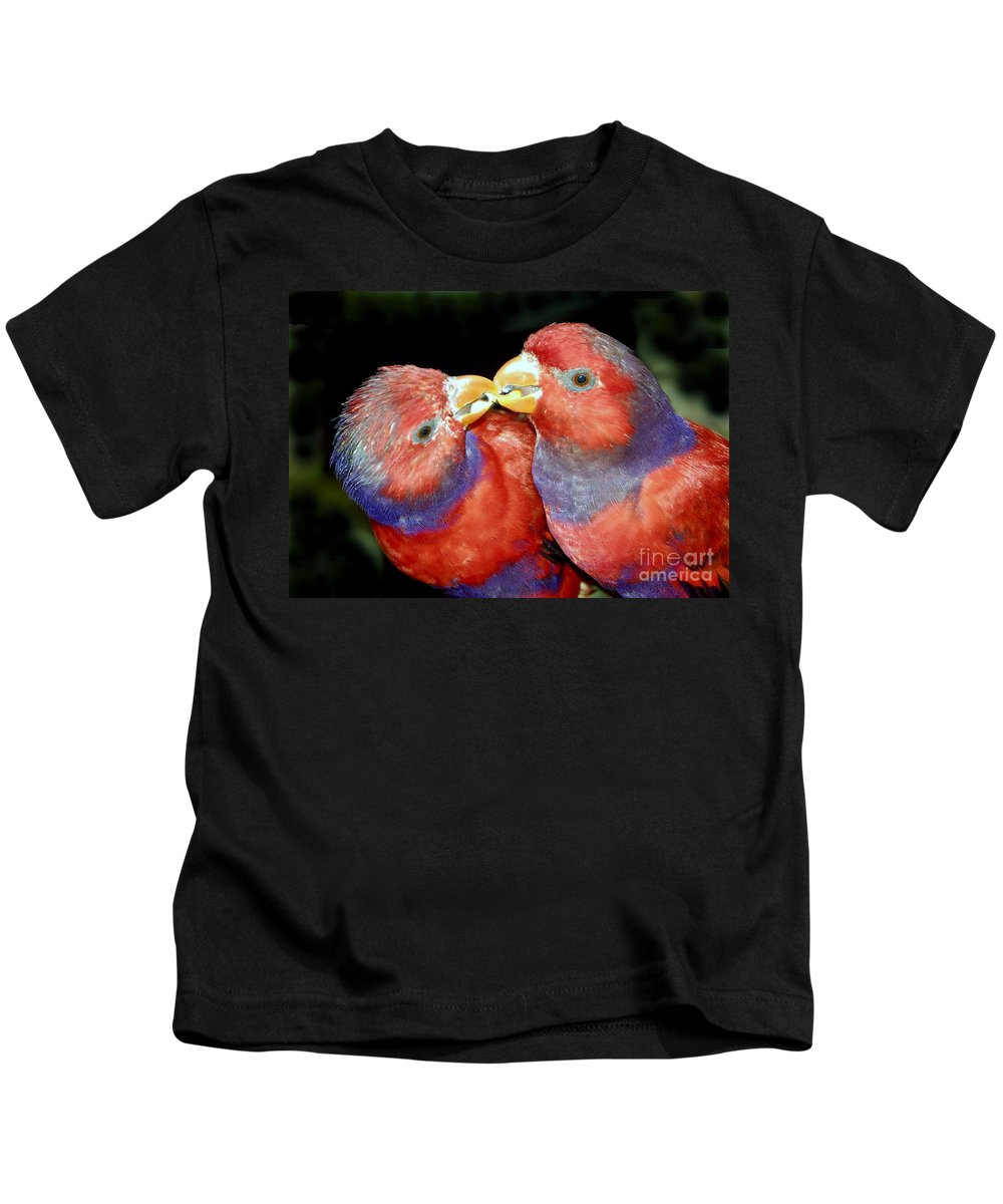Kissing Kids T-Shirt featuring the photograph Kissing Birds by David Lee Thompson