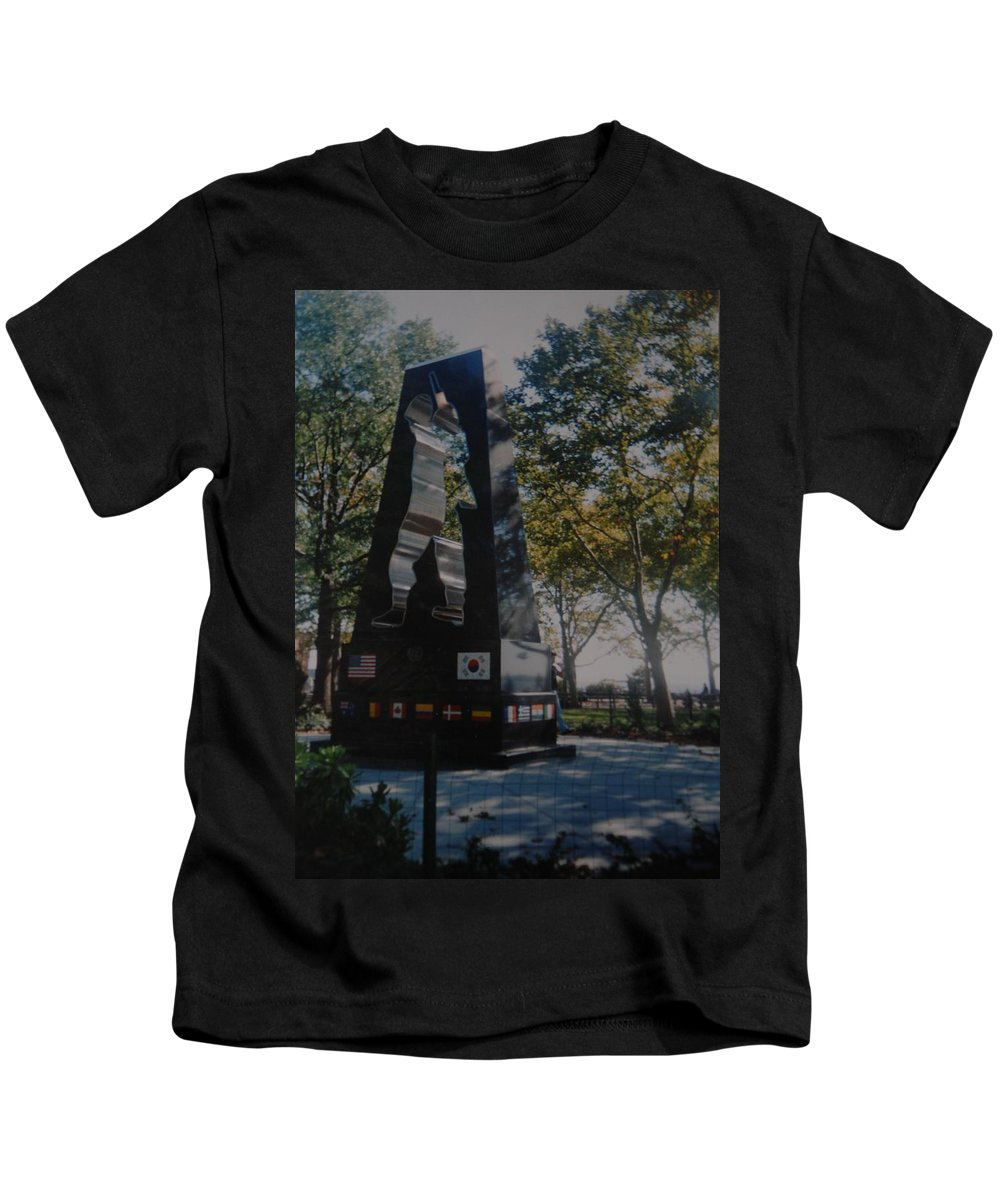Korea Kids T-Shirt featuring the photograph Korean War Memorial by Rob Hans