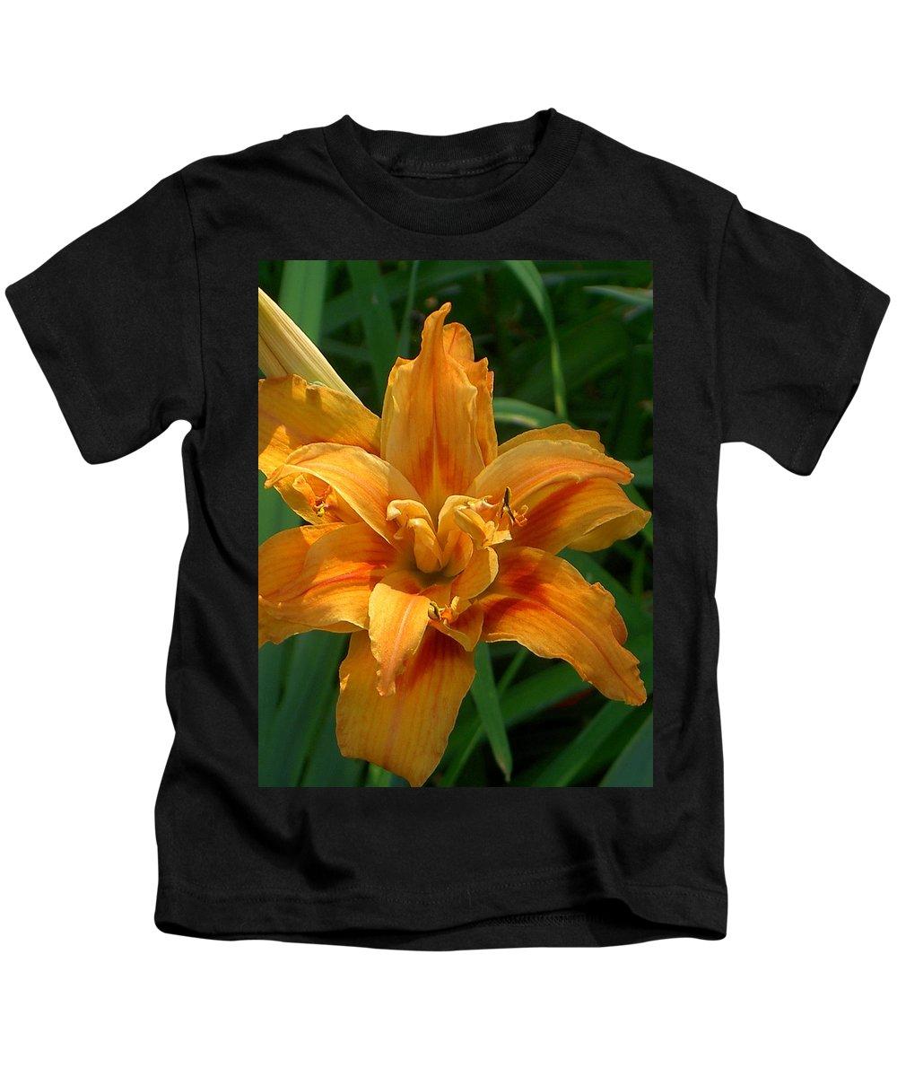 Daylily Kids T-Shirt featuring the photograph Kwanzaa Lily by Carolyn Jacob