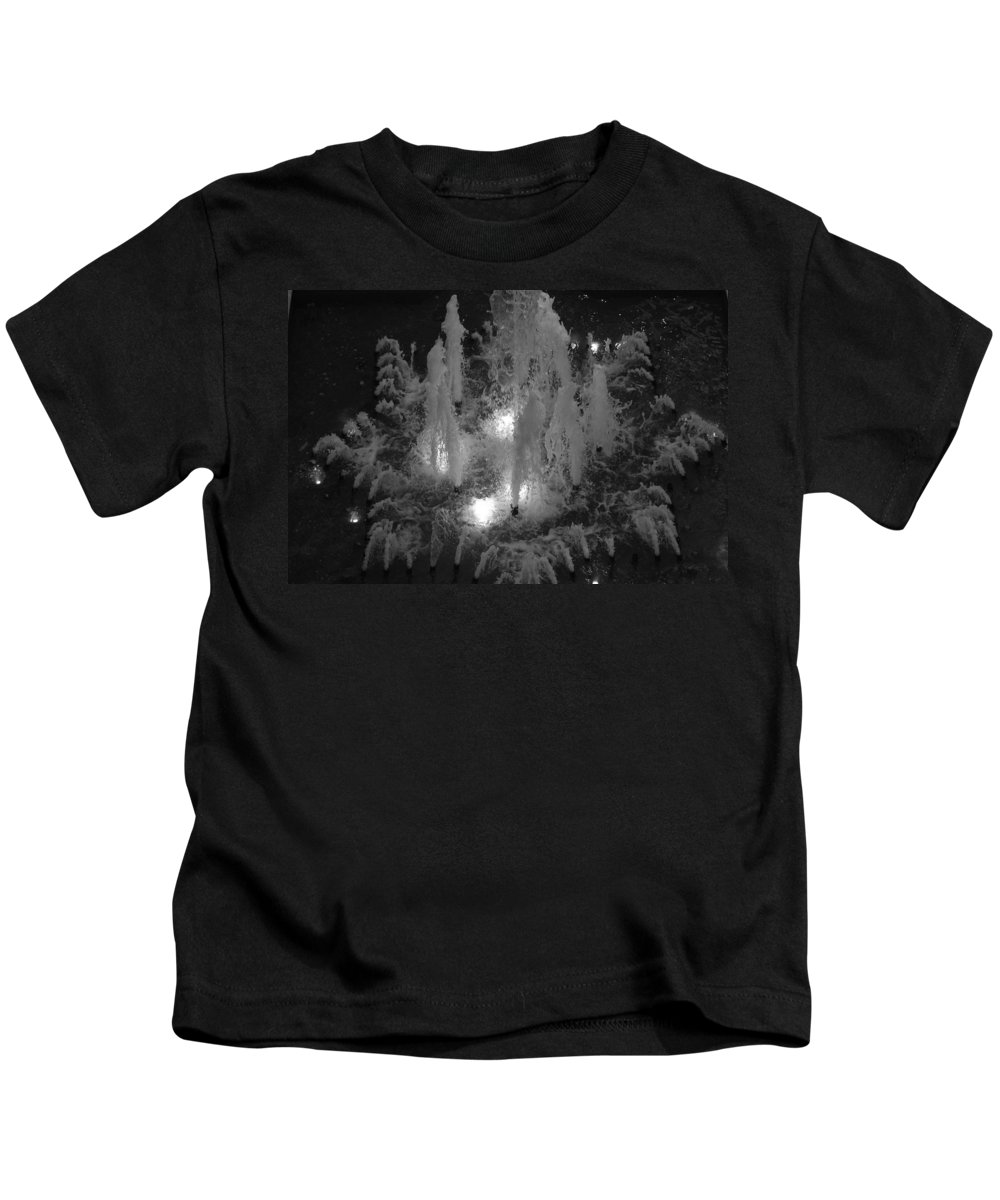 Fountian Kids T-Shirt featuring the photograph Lighted Star Fountian by Rob Hans