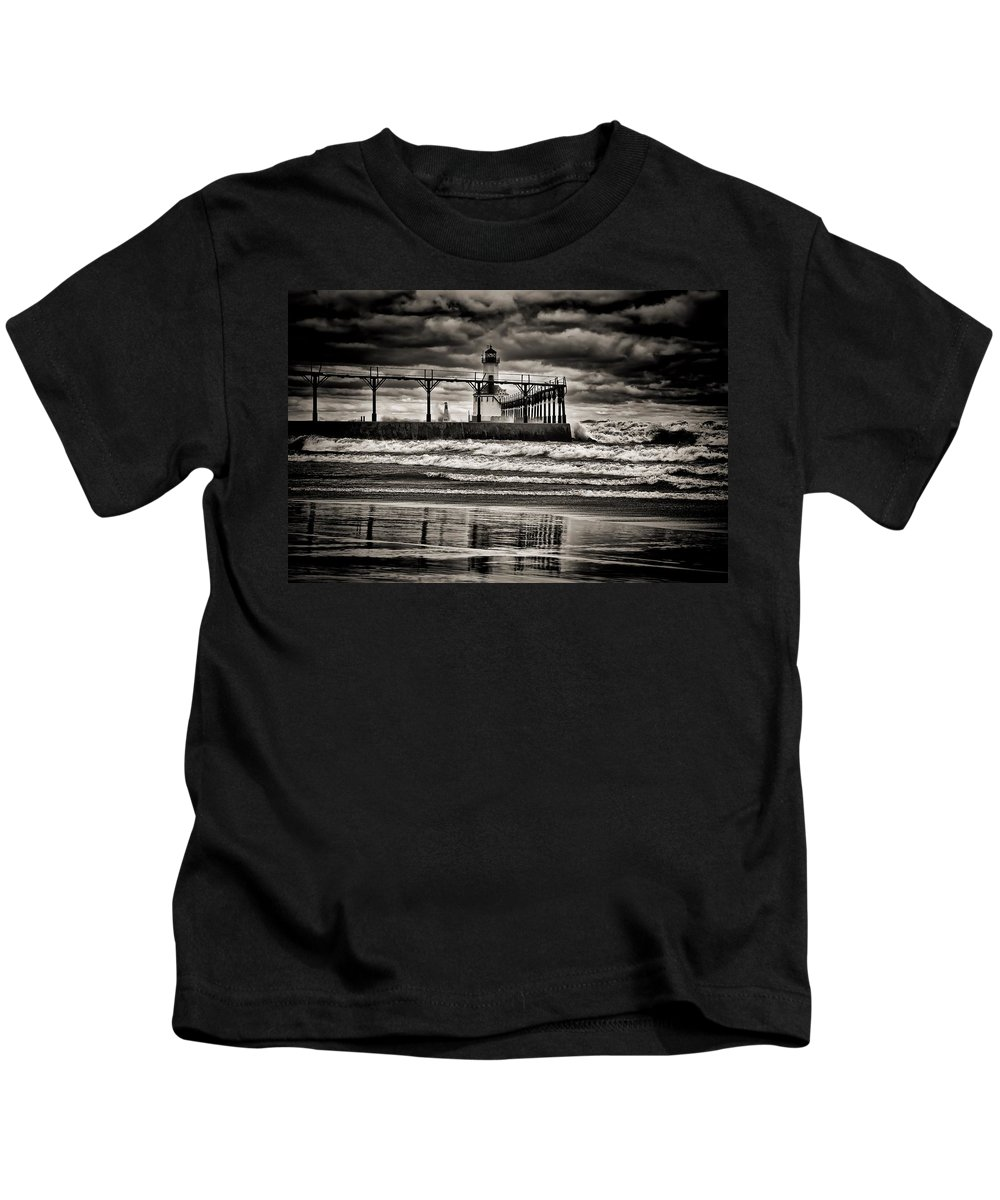 Reflections Kids T-Shirt featuring the photograph Lighthouse Reflections In Black And White by Scott Wood