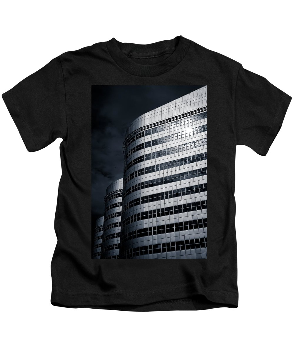 Architecture Kids T-Shirt featuring the photograph Lines And Curves by Dave Bowman