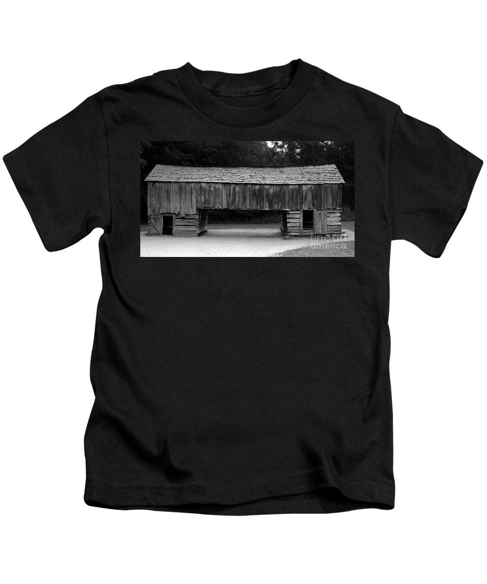 Barn Kids T-Shirt featuring the photograph Long Barn by David Lee Thompson