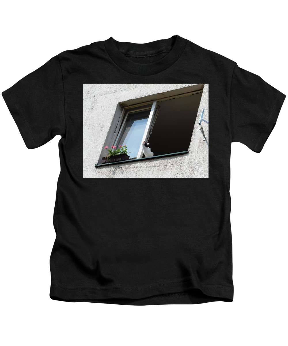Cat Kids T-Shirt featuring the photograph Looking Up by Valerie Ornstein