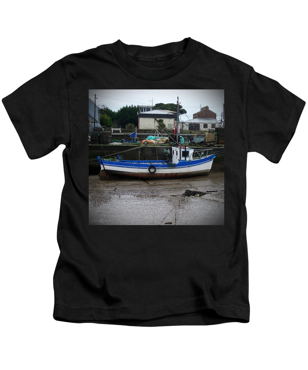 Boat Kids T-Shirt featuring the photograph Low Tide by Tim Nyberg