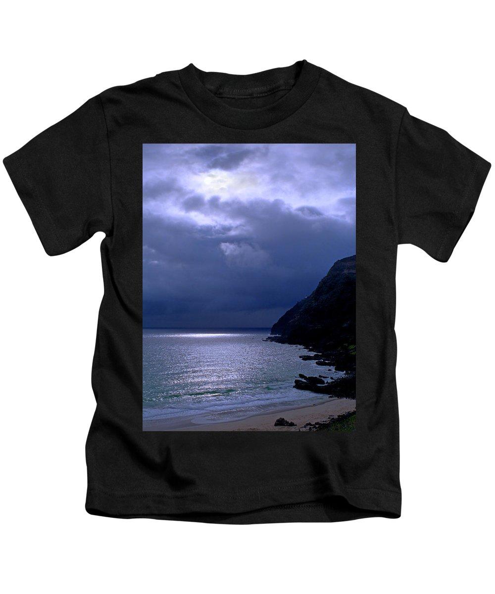 Makapuu Kids T-Shirt featuring the photograph Makapuu Moon by Kevin Smith