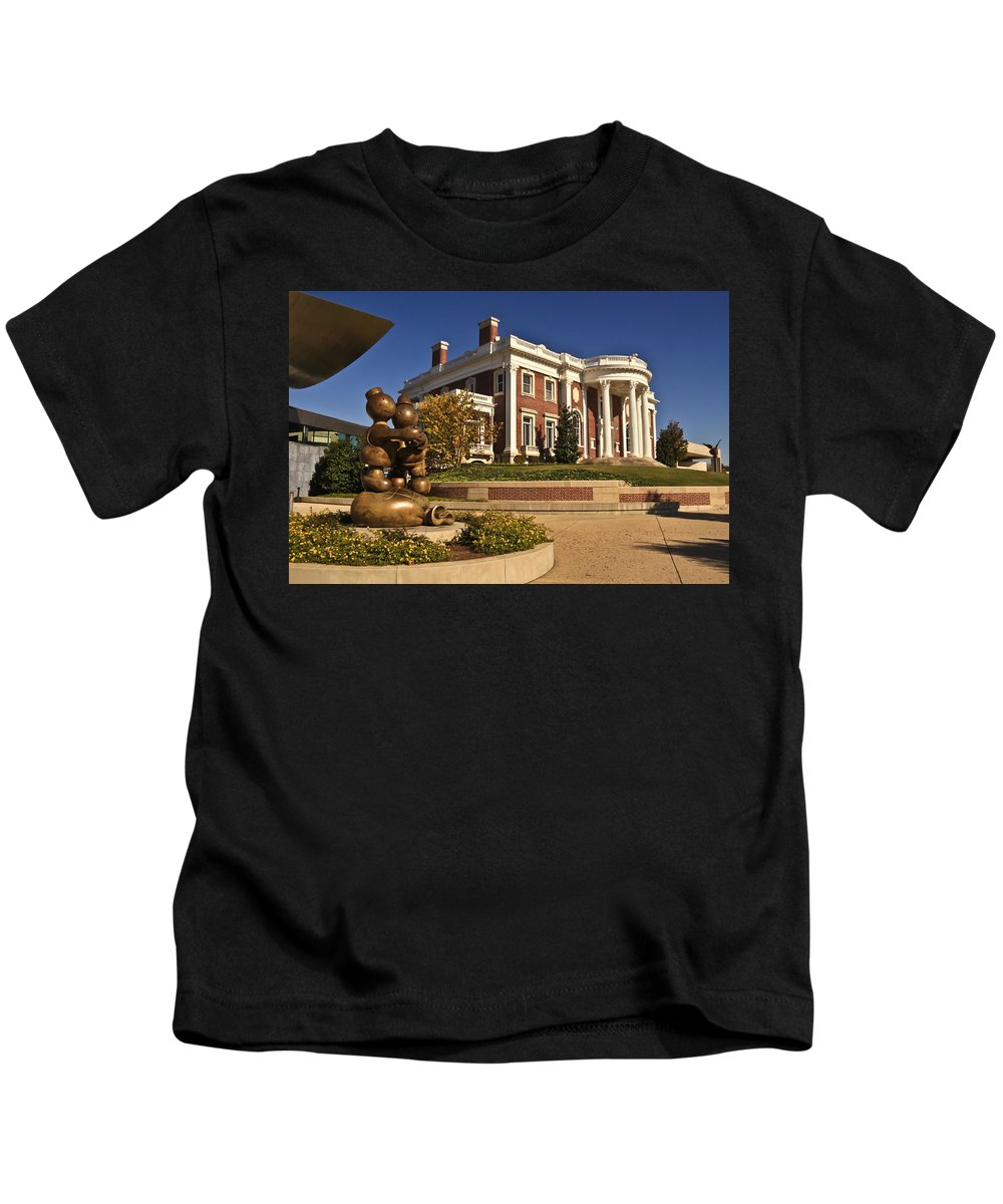 Hunter Museum Of American Art Kids T-Shirt featuring the photograph Mansion Hunter Museum by Tom and Pat Cory