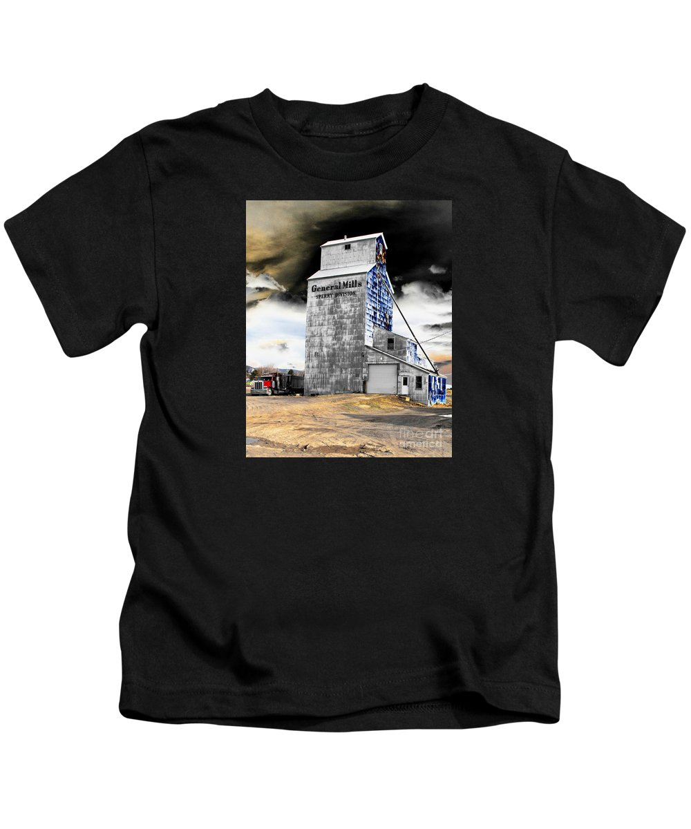 Barn Kids T-Shirt featuring the photograph Metal Barn by Rebecca Margraf