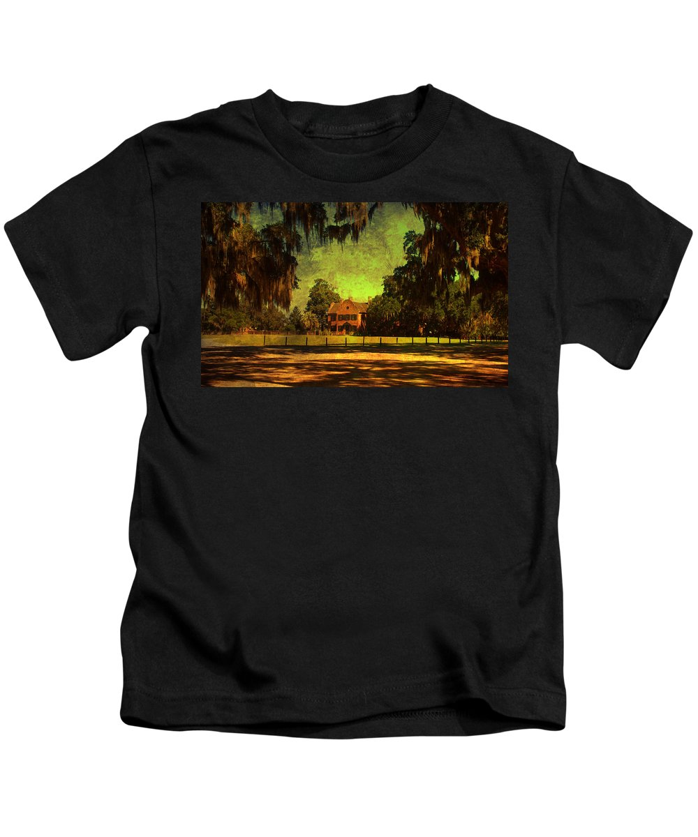 Middleton Place Kids T-Shirt featuring the photograph Middleton Place In Charleston by Susanne Van Hulst