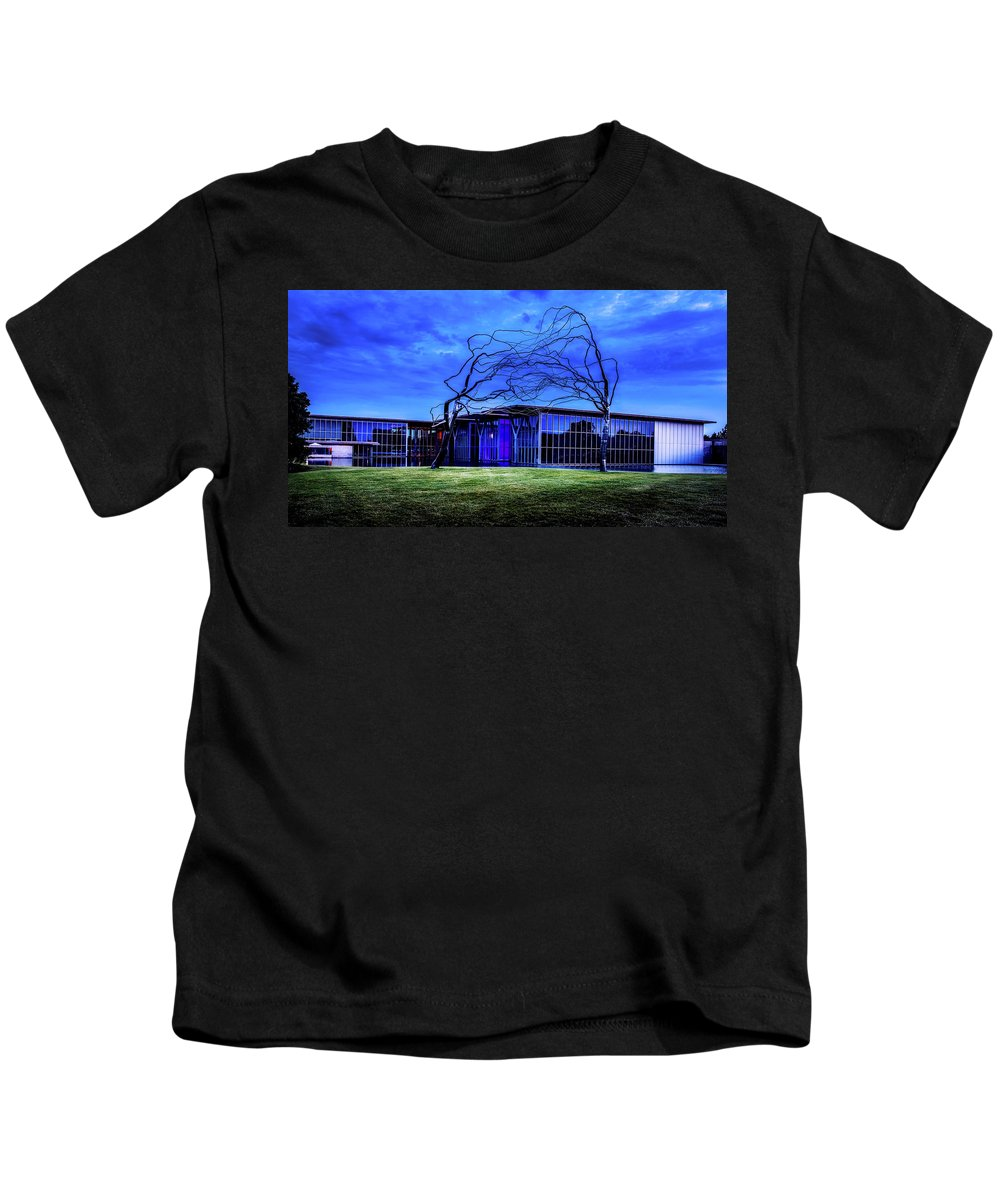Modern Art Museum Kids T-Shirt featuring the photograph Modern Art Museum Of Fort Worth by L O C