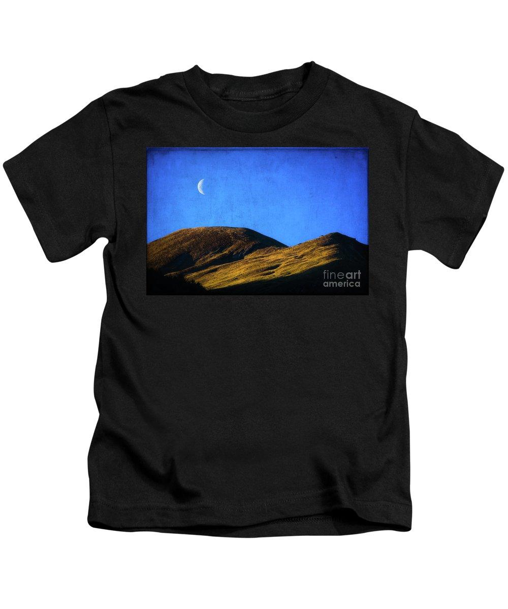 Queenstown Kids T-Shirt featuring the photograph Moonrise Over Queenstown by Doug Sturgess