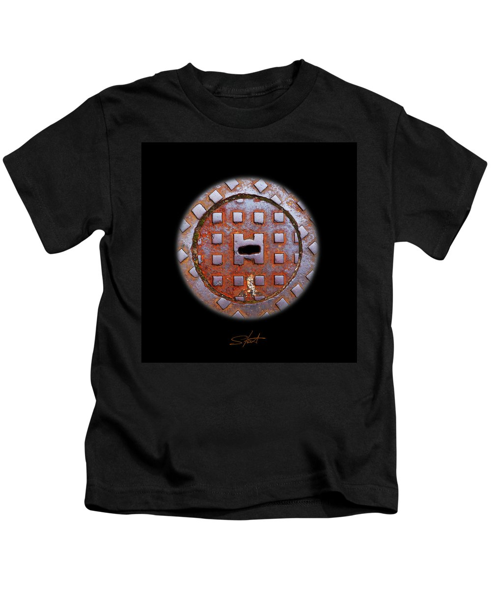 Face Kids T-Shirt featuring the photograph O2 by Charles Stuart