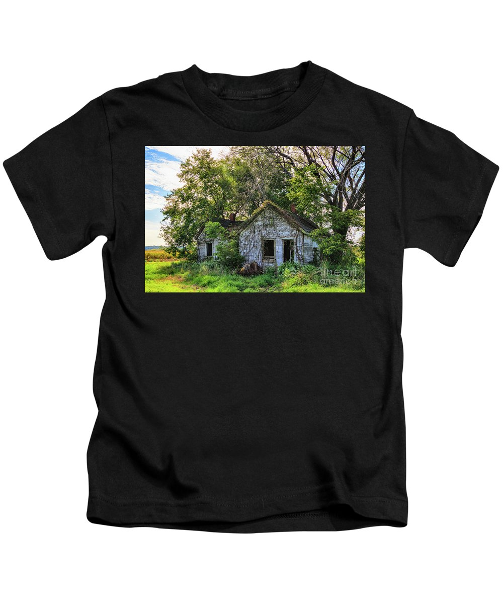 Barn Kids T-Shirt featuring the photograph Old House Blues by Terri Morris