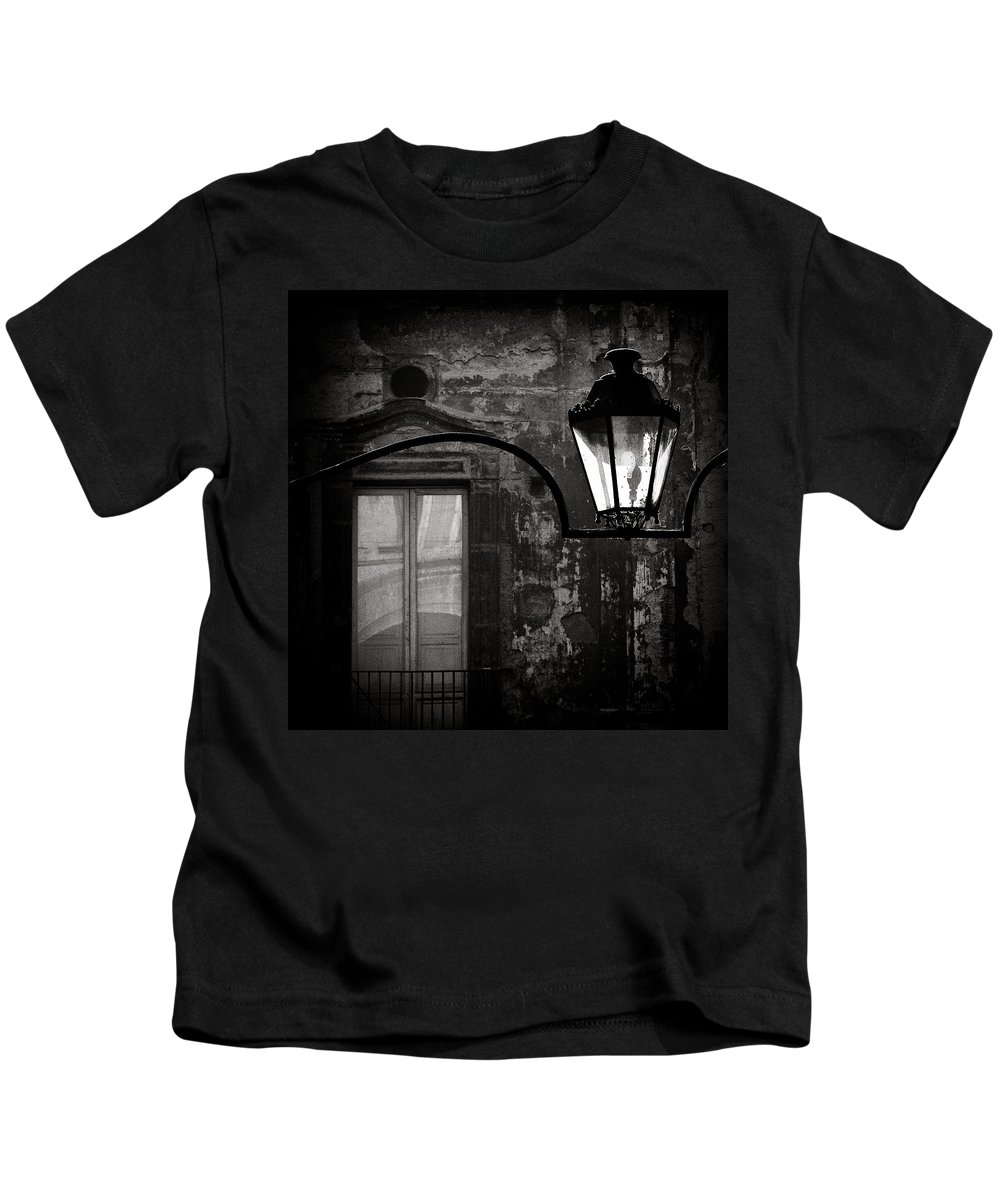 Naples Kids T-Shirt featuring the photograph Old Lamp by Dave Bowman
