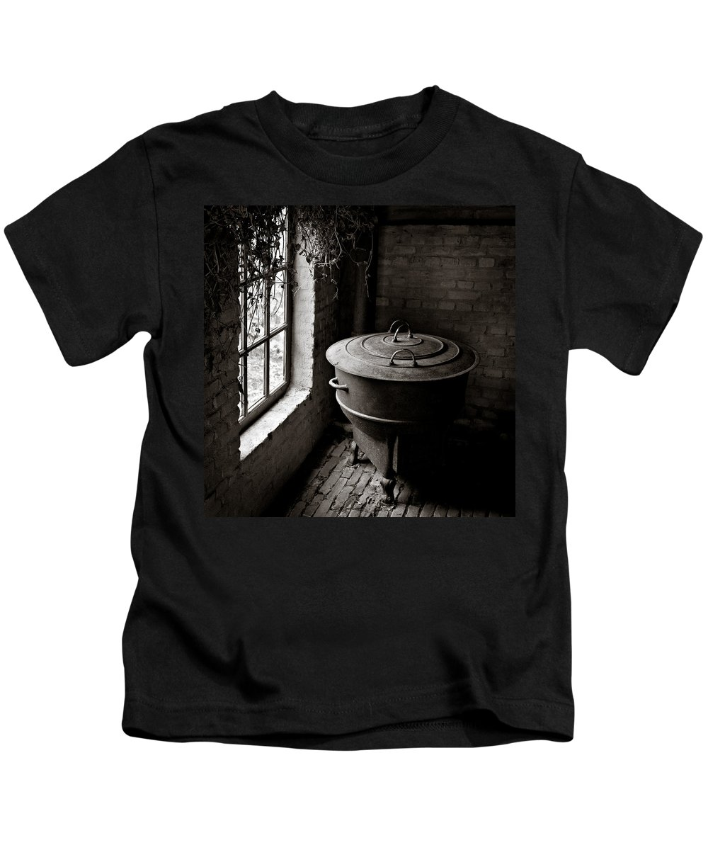 Old Kids T-Shirt featuring the photograph Old Stove by Dave Bowman