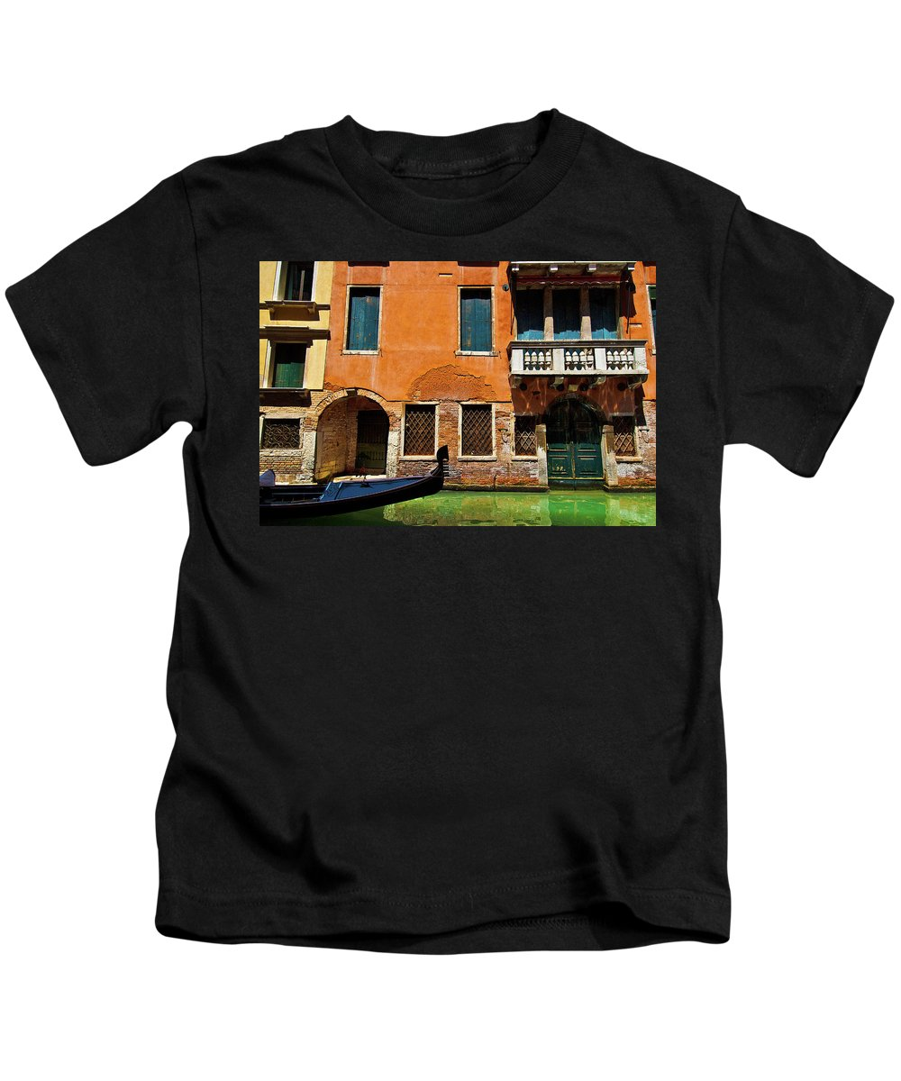 Orange Building Kids T-Shirt featuring the photograph Orange Building And Gondola by Harry Spitz