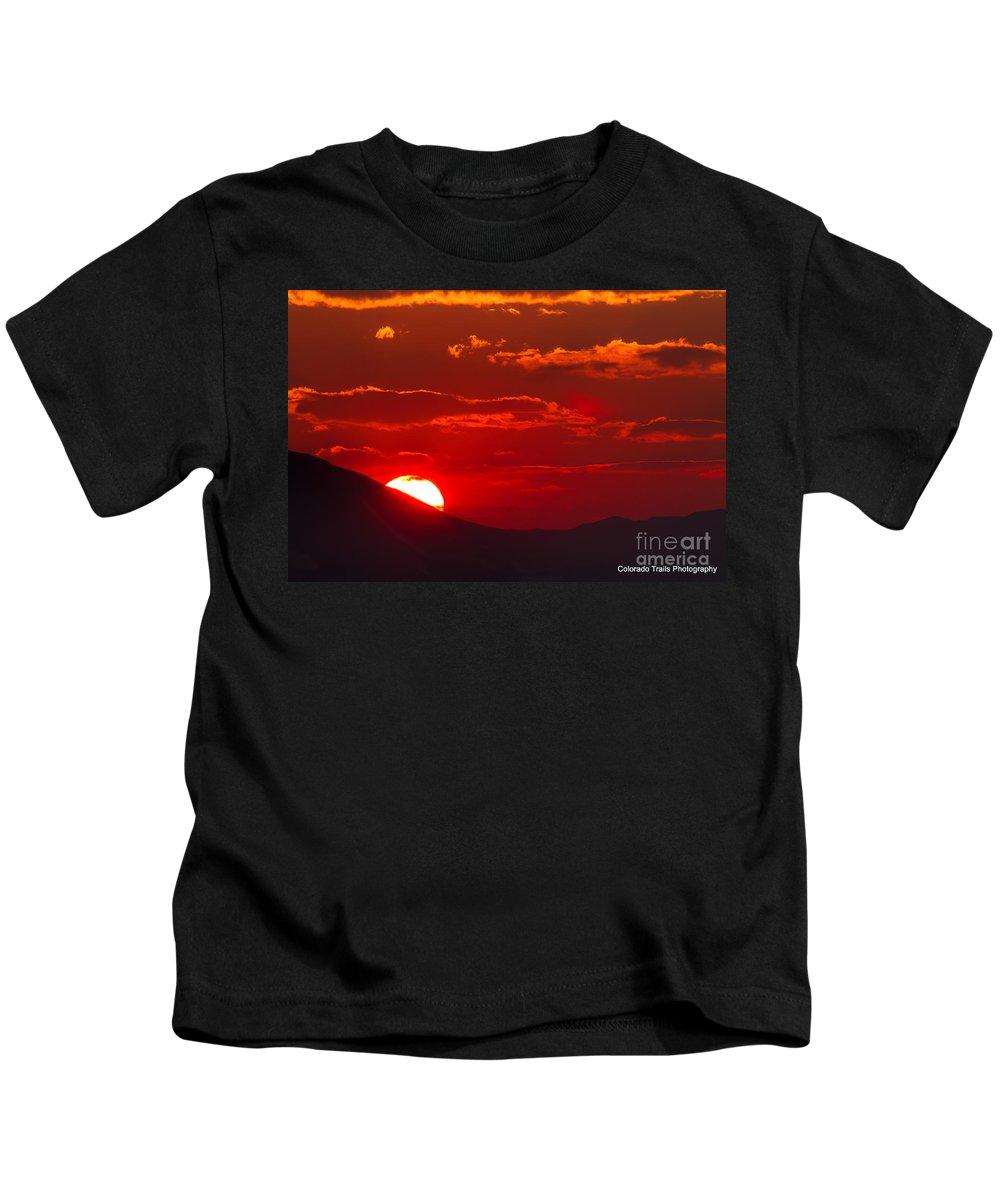 Fiery Landscape Kids T-Shirt featuring the photograph Peek-a-boo Sun by Jim Garrison