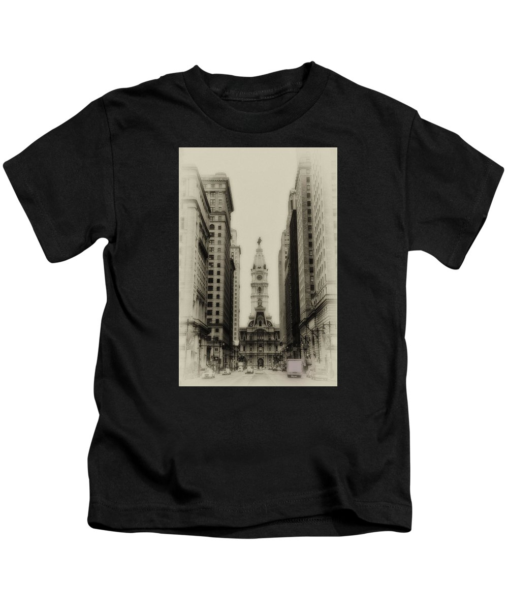 Philadelphia Kids T-Shirt featuring the photograph Philadelphia City Hall From South Broad Street by Bill Cannon