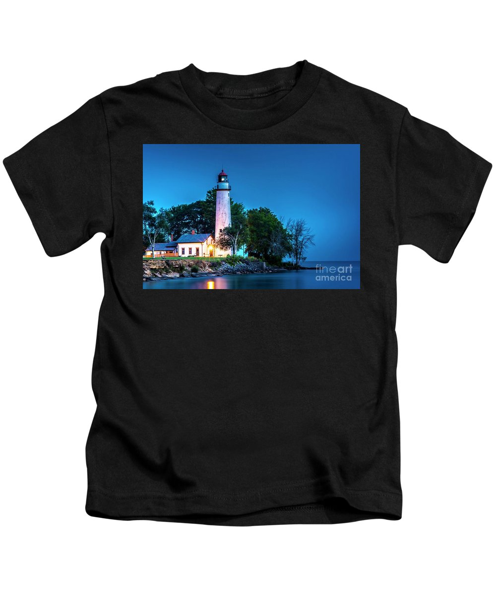 Pointe Aux Barques Lighthouse Kids T-Shirt featuring the photograph Pointe Aux Barques Lighthouse At Dawn by Larry Knupp