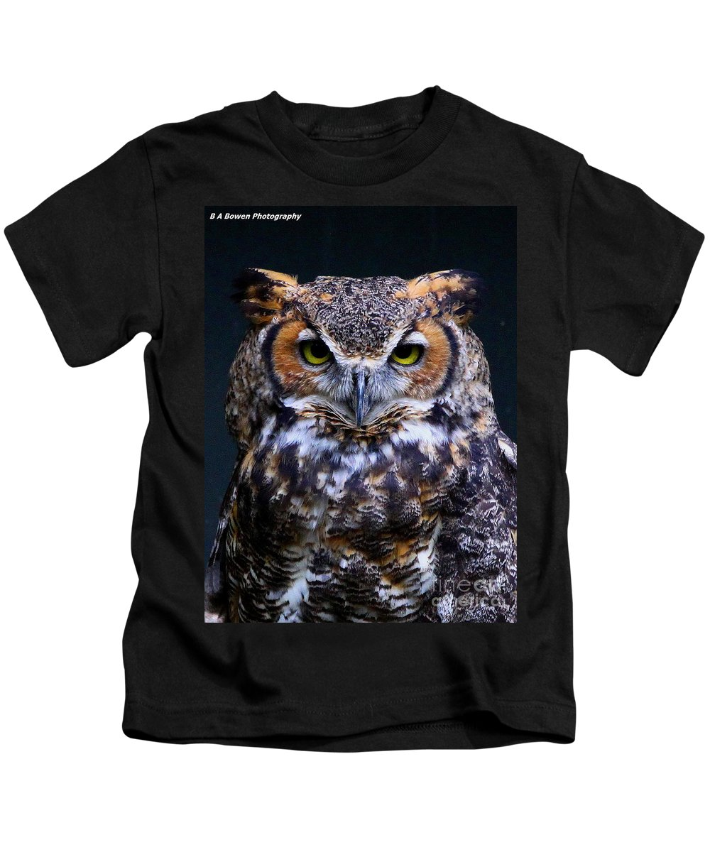 Great Horned Owl Kids T-Shirt featuring the photograph Portrait Of A Wise Man by Barbara Bowen