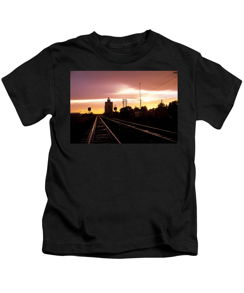 Potter Kids T-Shirt featuring the photograph Potter Tracks by Jerry McElroy