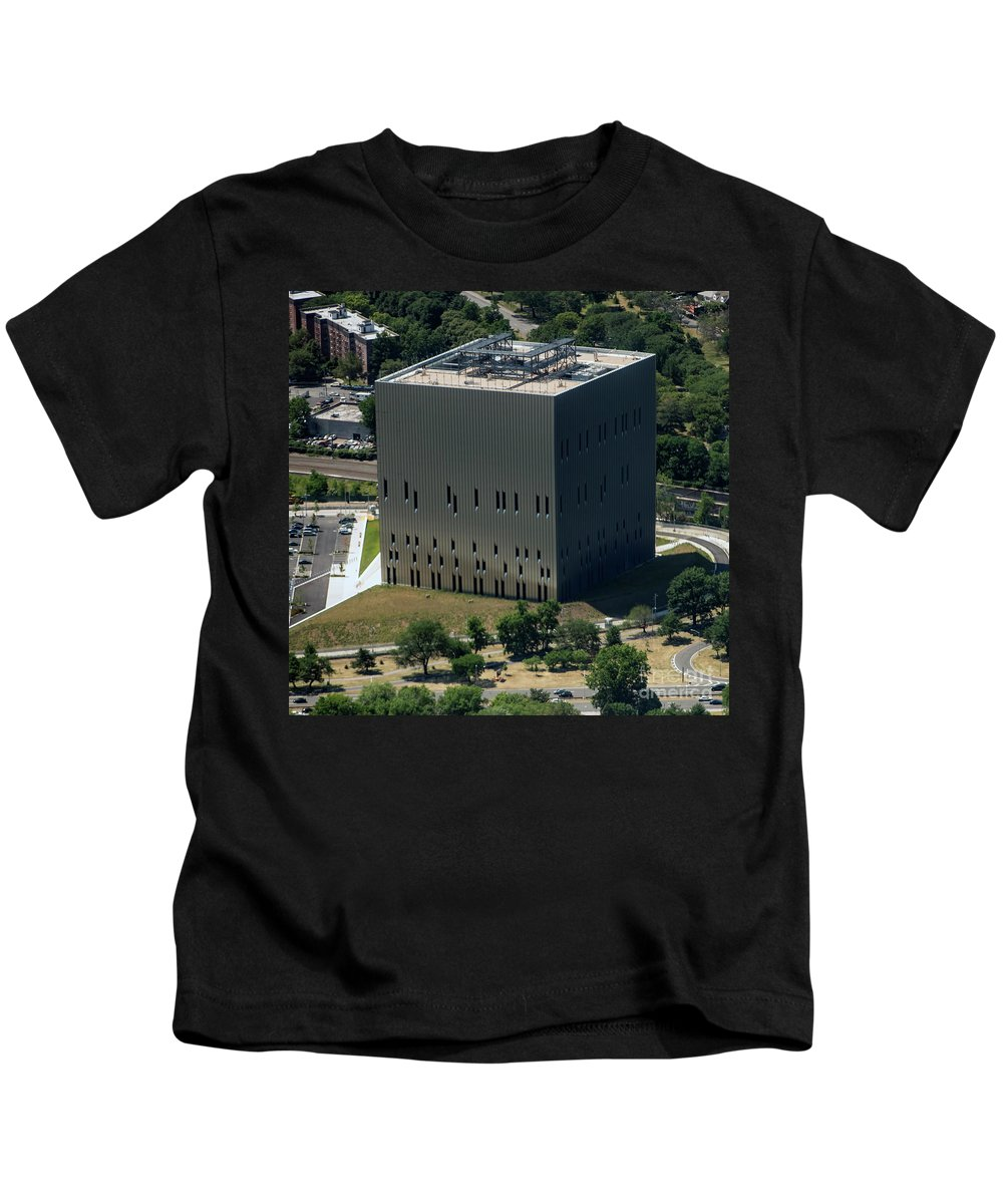 Public Safety Answering Center Ii Kids T-Shirt featuring the photograph Psac II Building In Nyc by David Oppenheimer