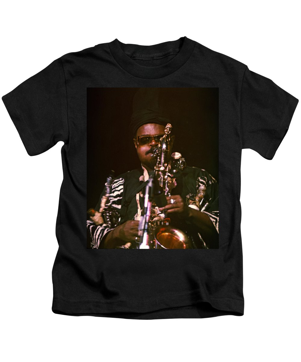 Rahsaan Roland Kirk Kids T-Shirt featuring the photograph Rahsaan Roland Kirk 3 by Lee Santa