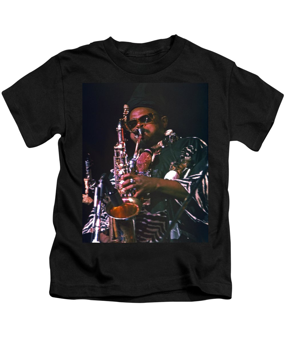 Rahsaan Roland Kirk Kids T-Shirt featuring the photograph Rahsaan Roland Kirk 4 by Lee Santa
