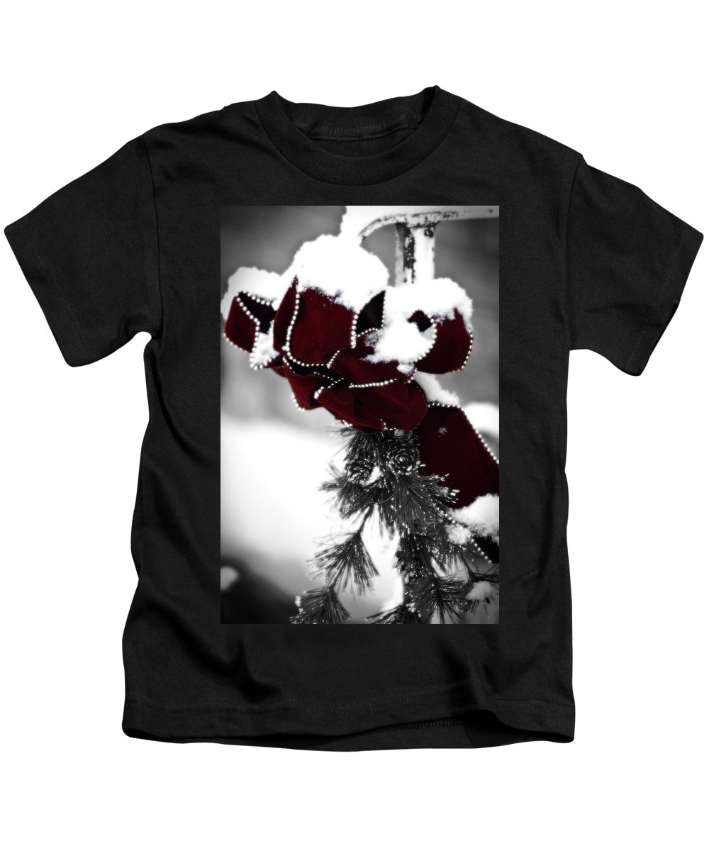 Red Kids T-Shirt featuring the photograph Red Bow In Snow by Teresa Mucha