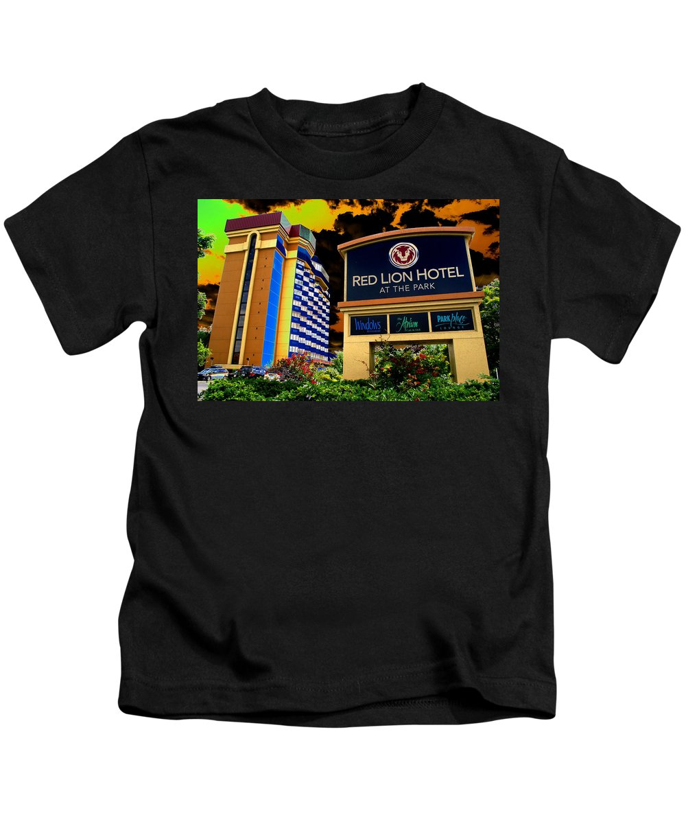 Red Lion Hotel Kids T-Shirt featuring the photograph Red Lion Hotel In Spokane by Ben Upham III