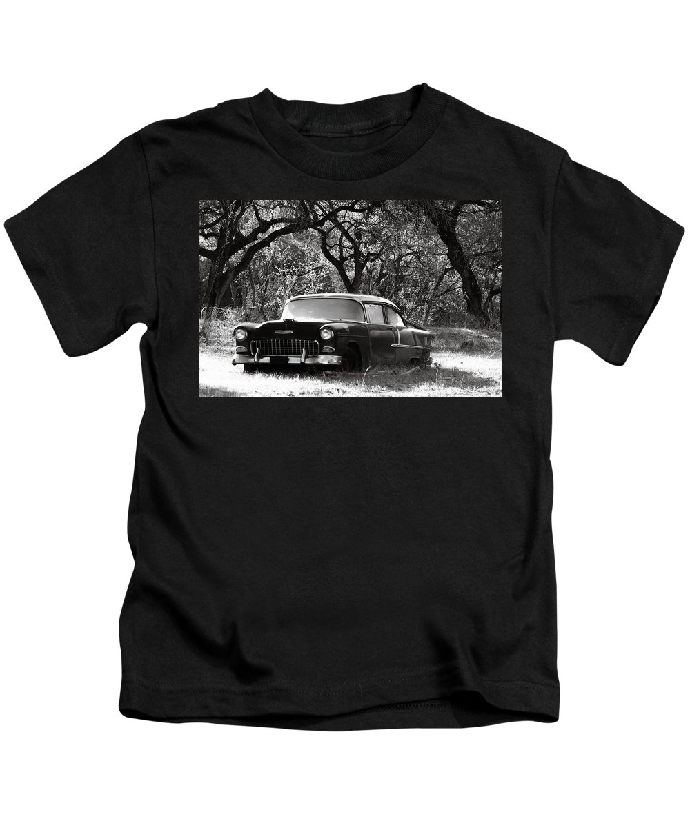 Americana Kids T-Shirt featuring the photograph Resting Amongst The Oaks by Marilyn Hunt