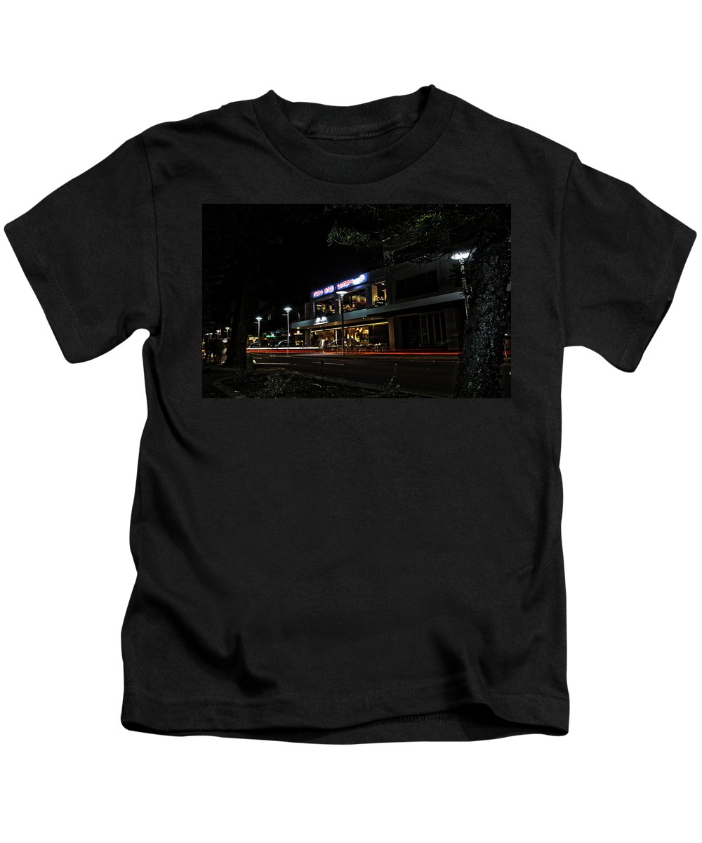 Ribs And Rumps Kids T-Shirt featuring the photograph Ribs And Rumps In Manly by Miroslava Jurcik