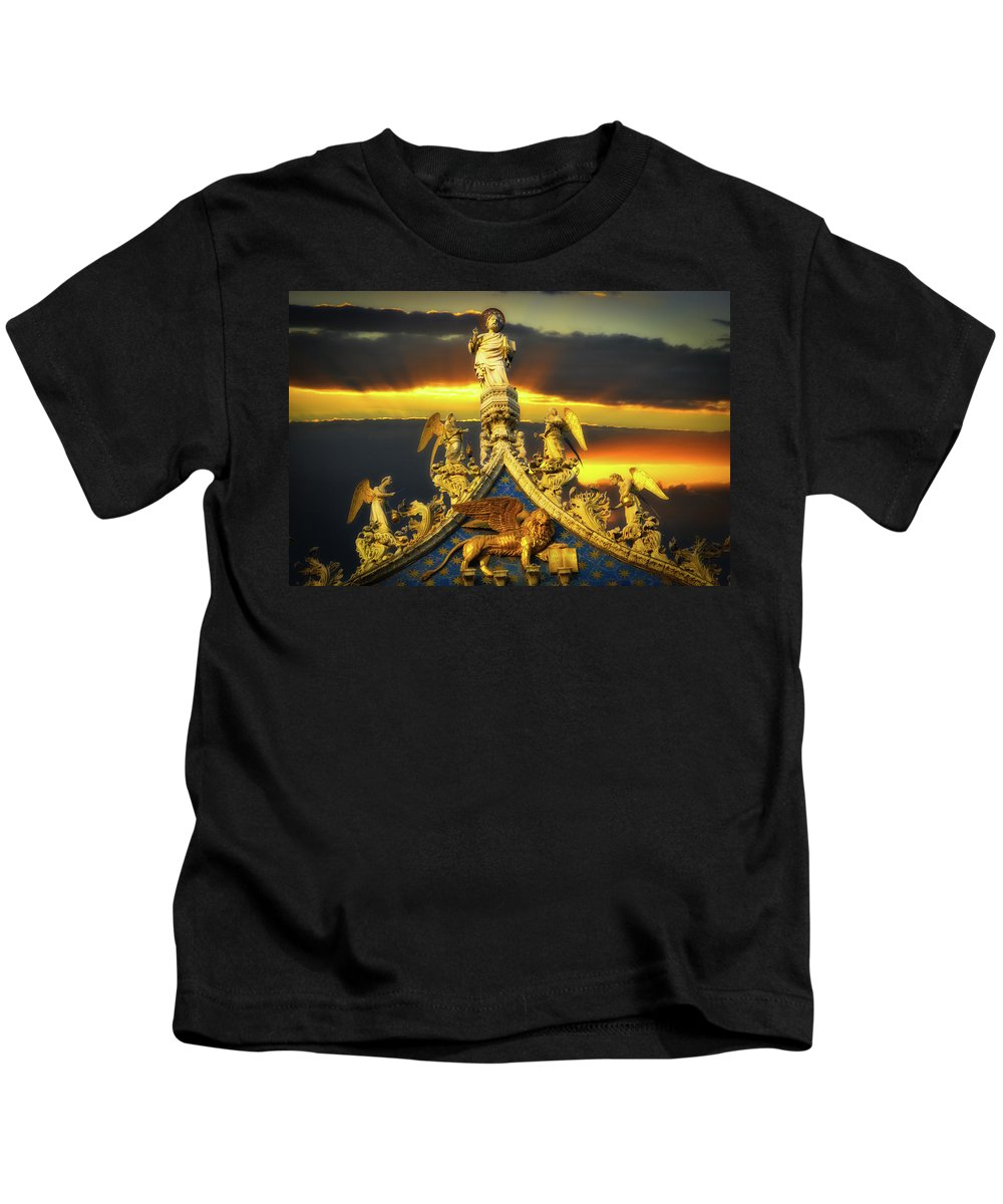 Angels Kids T-Shirt featuring the photograph Saint Marks Basilica Facade by Harry Spitz