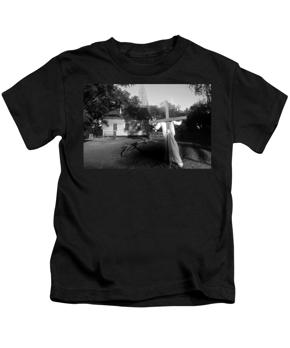 Scarecrow Kids T-Shirt featuring the photograph Scarecrow by David Lee Thompson