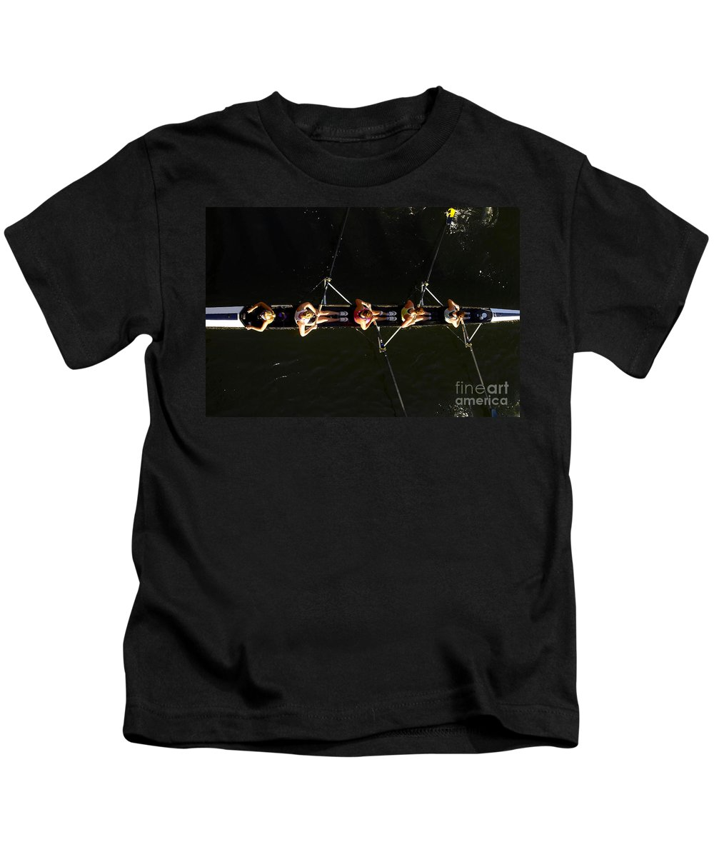 Women Kids T-Shirt featuring the photograph Sculling by David Lee Thompson