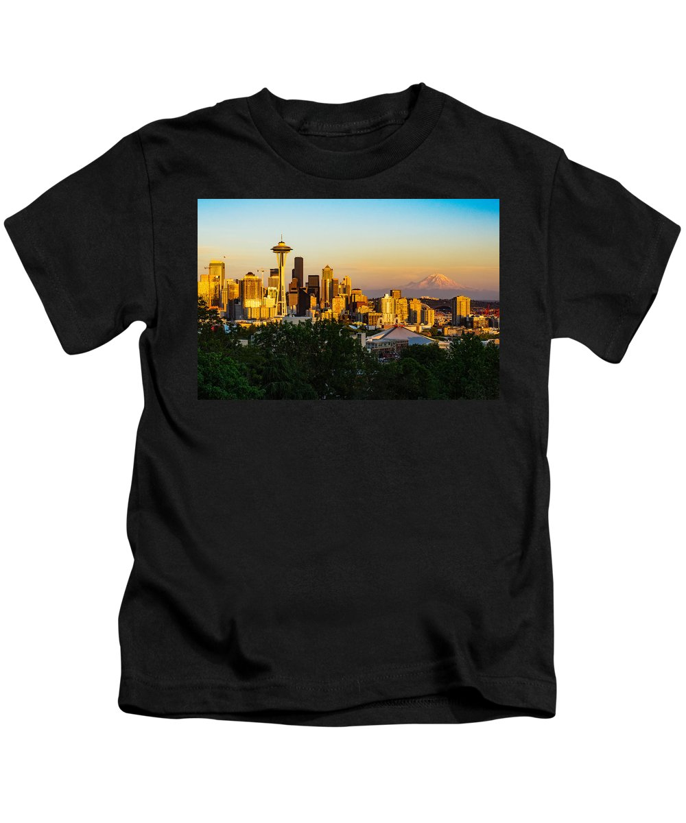 Skyscraper Kids T-Shirt featuring the photograph Seattle Sunset by Dave Files