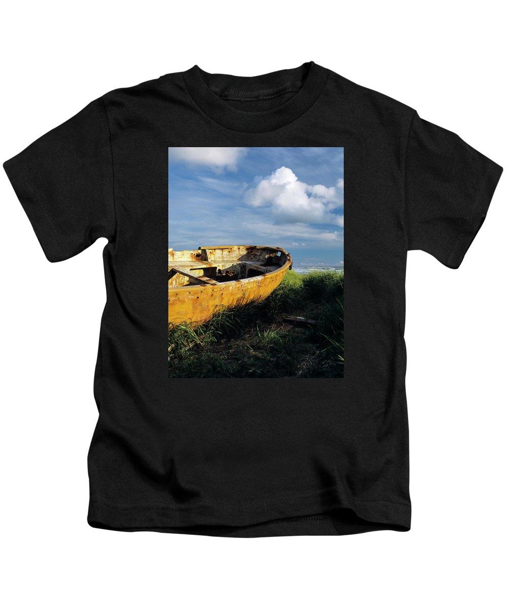 Beach Kids T-Shirt featuring the photograph Shanghai Boat On Beach by Robert Potts