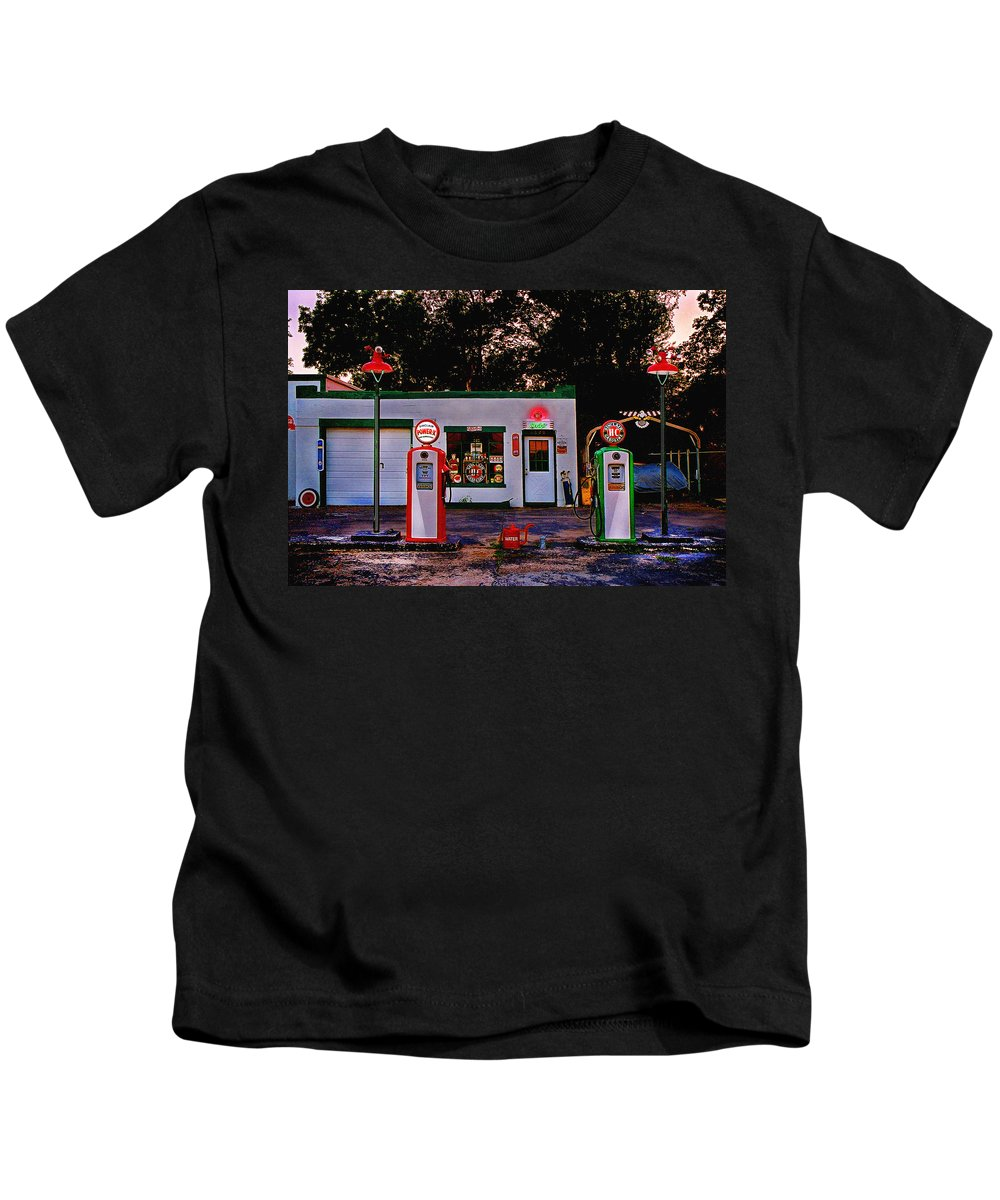 Gas Station Kids T-Shirt featuring the photograph Sinclair by Steve Karol