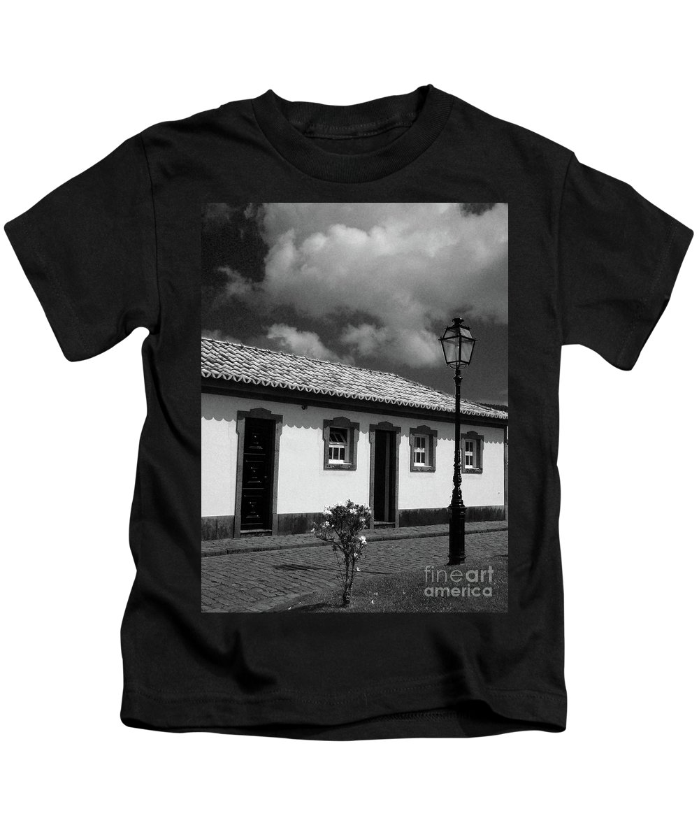 Cottage Kids T-Shirt featuring the photograph Small Cottage by Gaspar Avila