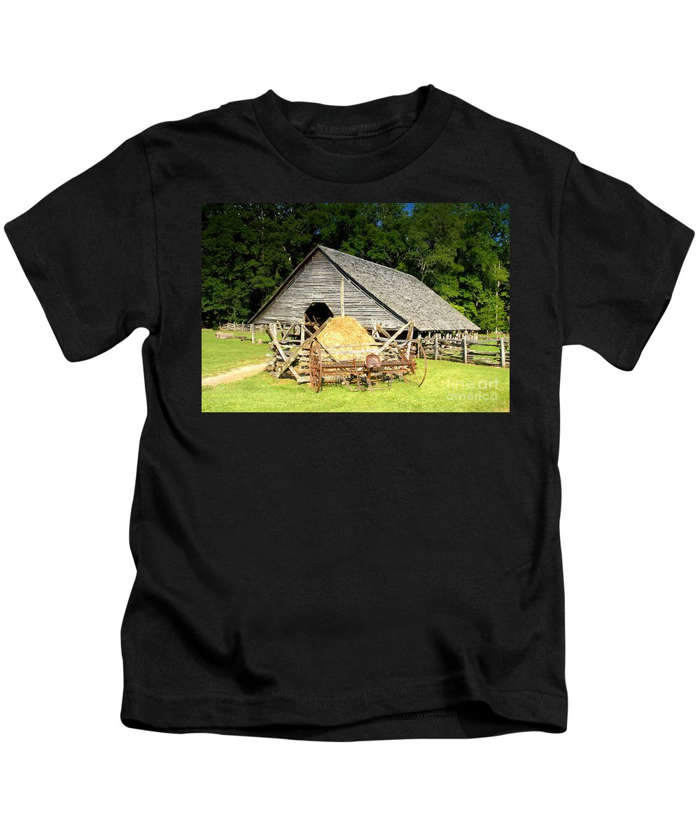 Smoky Mountains Kids T-Shirt featuring the photograph Smoky Mountain Farm by David Lee Thompson