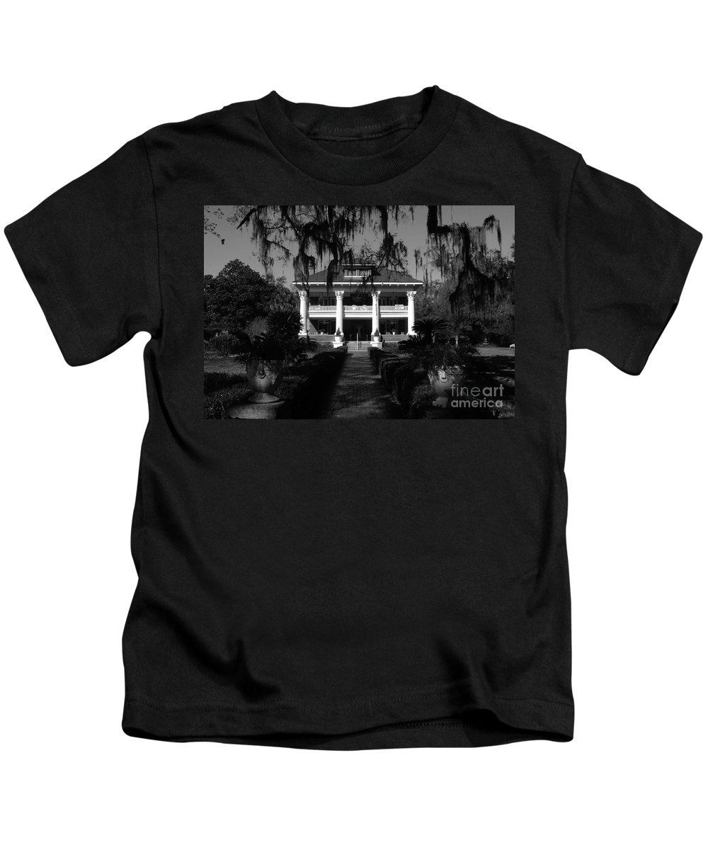 Old South Kids T-Shirt featuring the photograph Southern Bell by David Lee Thompson