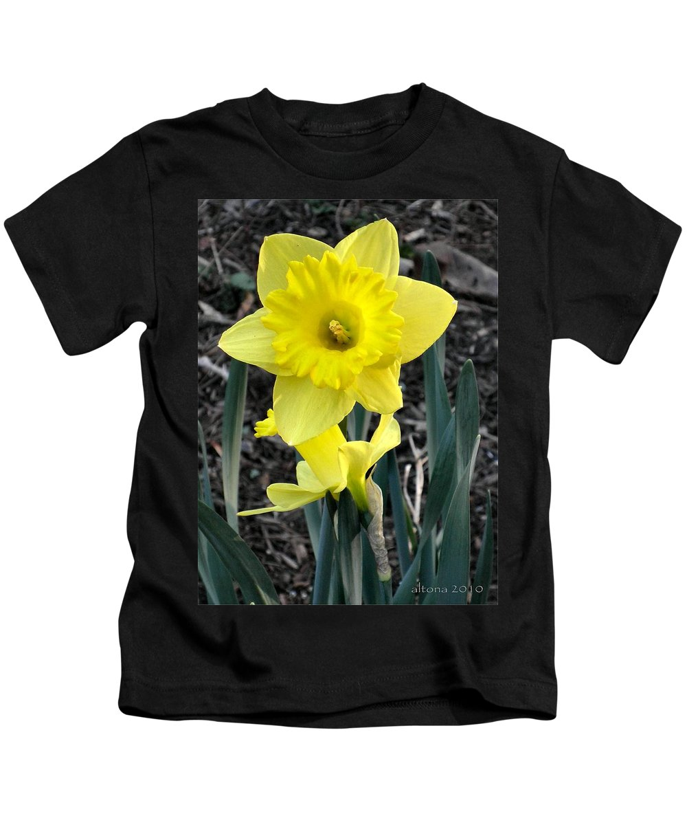 Daffodil Kids T-Shirt featuring the photograph Spring Daffodil by T Cook