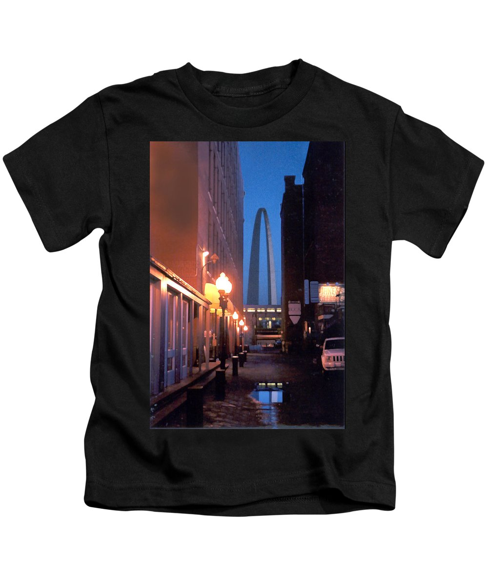 St. Louis Kids T-Shirt featuring the photograph St. Louis Arch by Steve Karol