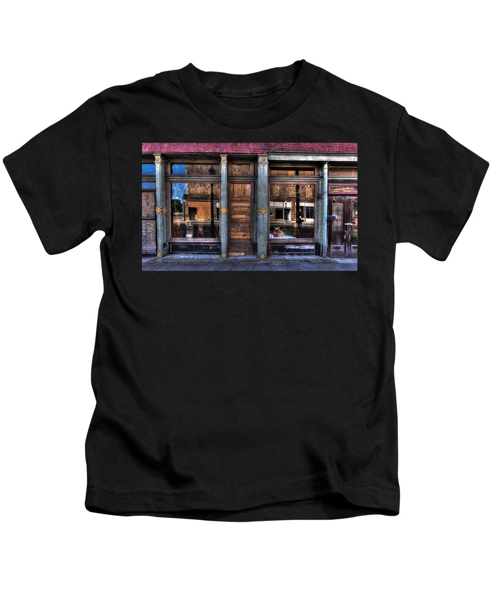 Arkansas Kids T-Shirt featuring the photograph Store Front by Thomas Warner