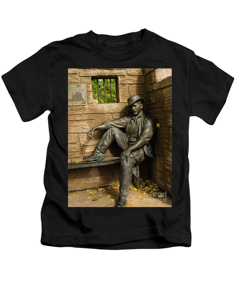 Wyoming Kids T-Shirt featuring the photograph Sundance Kid Statue by Tracy Knauer